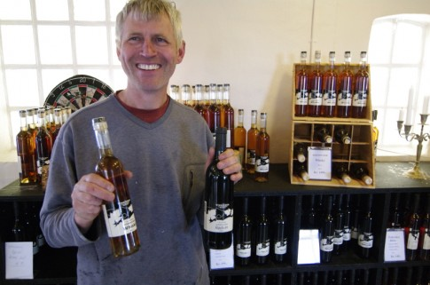 Jesper Poulsen vom Lille Gadegård mit Whisky & Wein