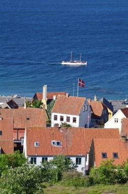 Gudhjem Bornholm Tourboot Thor vor dem Ort