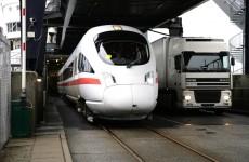 Der direkte ICE Hamburg - Kopenhagen rollt für die Überfahrt Puttgarden - Rødby auf eine Fähre