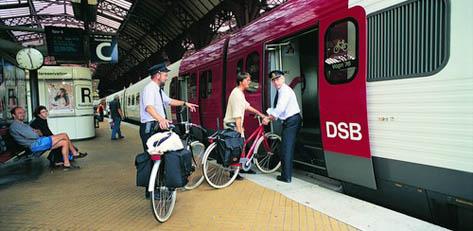 """Der IC-Bornholm von Kopenhagen direkt zur Fähre in Ystad nimmt Fahrräder mit, dafür braucht man aber """"Platzkarten""""."""