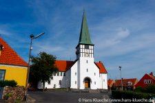 In der Skt. Nicolai Kirke in Rønne soll Agnethe Gottes Wort verkünden - sie ermittelt aber auch gern.