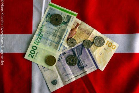 Auf Bornholm wird wie überall in Dänemark offiziell mit Dänischen Kronen (DKK) bezahlt.