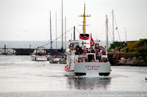 Christiansø Hafen: Ankunft des Ausflugsschiffs Ertholm vom ›Festland‹ Bornholm
