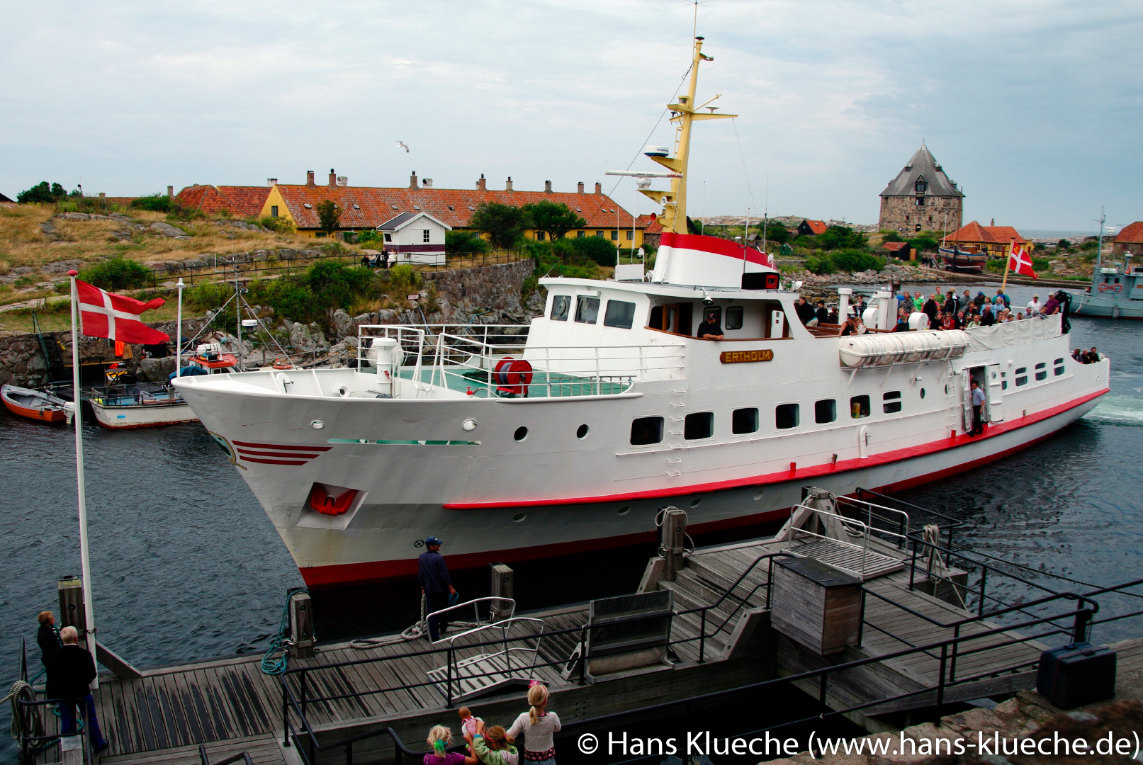 Im Sommer kommt täglich mehrmals das Ausflugsschiff Ertholm vom Bornholmer Festland zur Inselgruppe Ertholmene.
